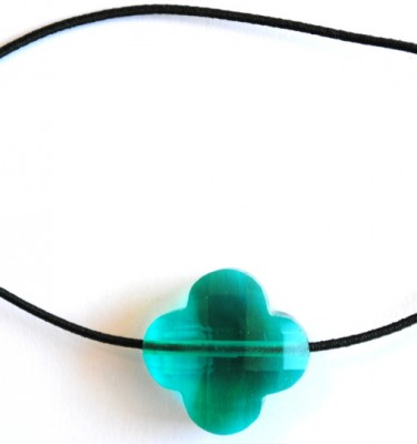 Made by Maud - Armband met elastiek en klavertje 4 - Turquoise